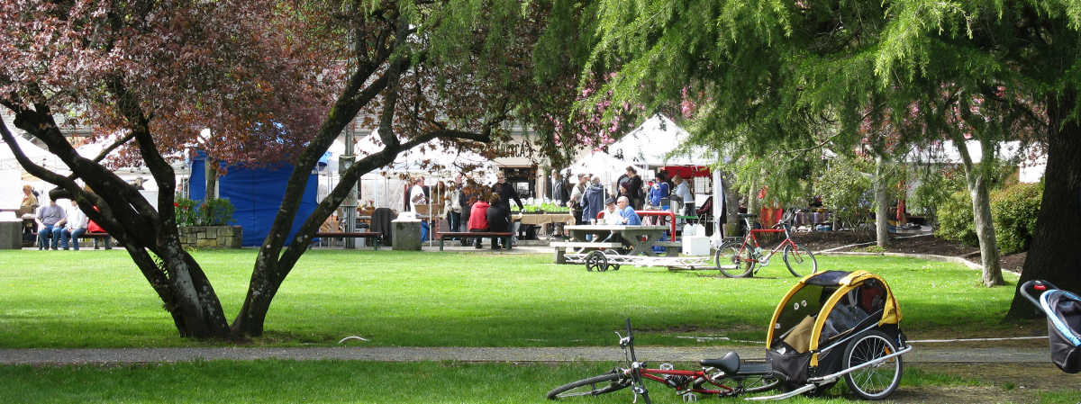 Salt_Spring_Island_Tour_Saturday_Market_Express_Centennial_Park